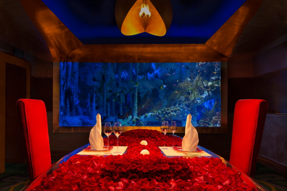 Romantic dinner in Al Mahara