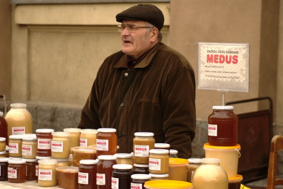 Riga market honey - Flickr-wseltzer
