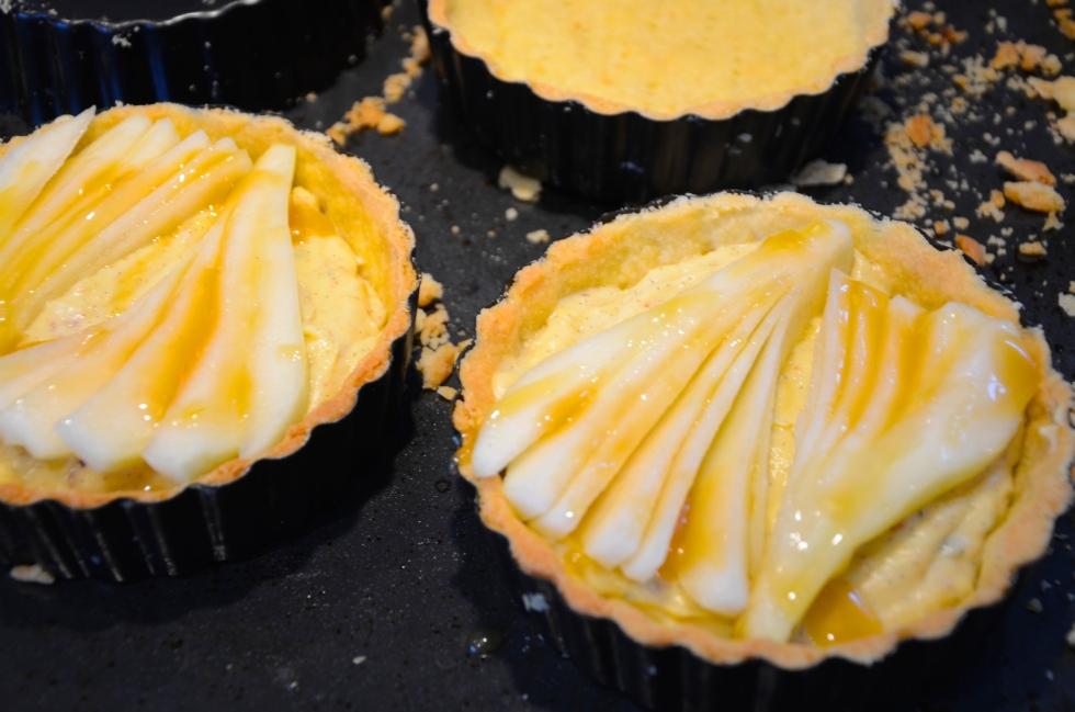 Pear, vanille & thyme tartlets