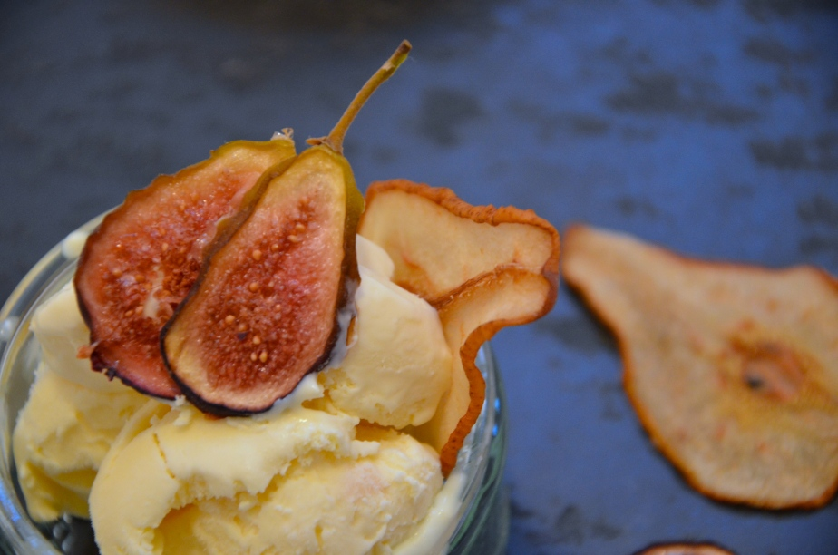 The French goats cheese challenge part 1: Honey-roasted pears & walnuts with French goats cheese ice cream & figcrisps